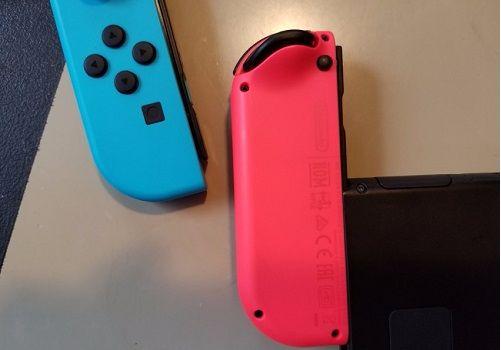 làm sao để dùng Nintendo Switch Joy-Cons cho hai người chơi