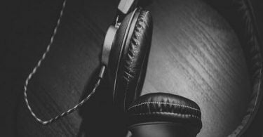 2 loa tai nghe trên máy tính